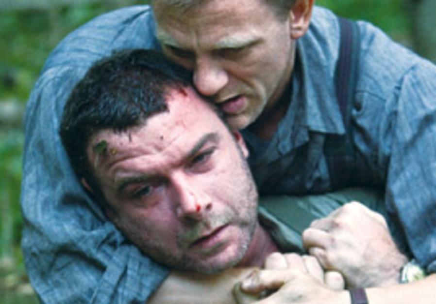 Daniel Craig as Tuvia Bielski and Liev Schreiber a
