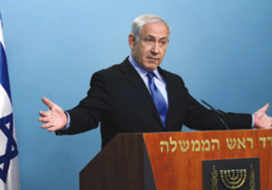 Netanyahu with arms wide open