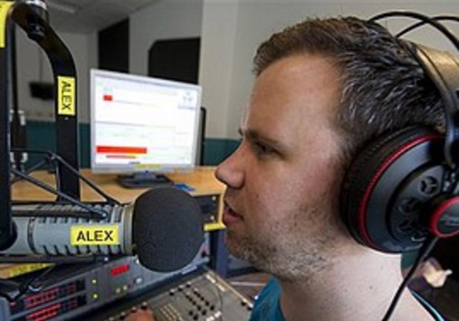 Aviv Russ moderates German Israeli radio