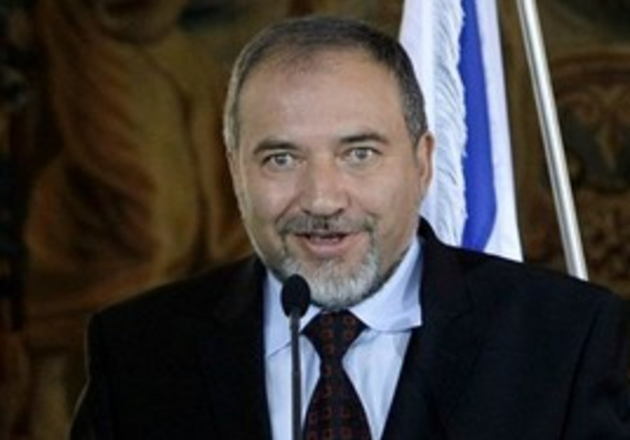 Avigdor Lieberman  answers questions to media
