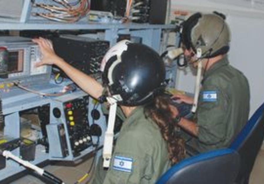 Israeli electronic warfare soldiers