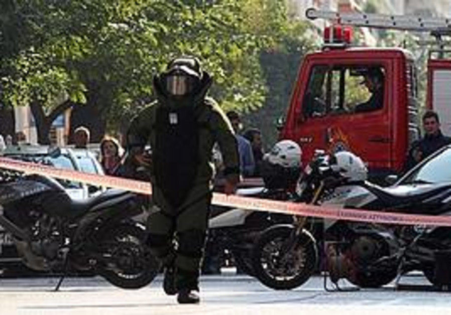 Mail bombs explode in Athens