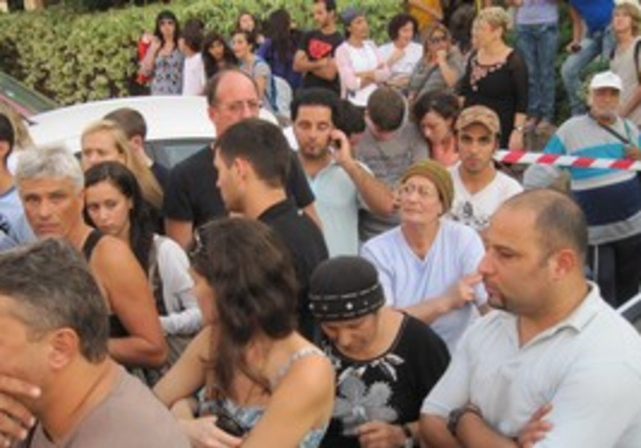 Crowd gathered outside Ra'anana murder scene