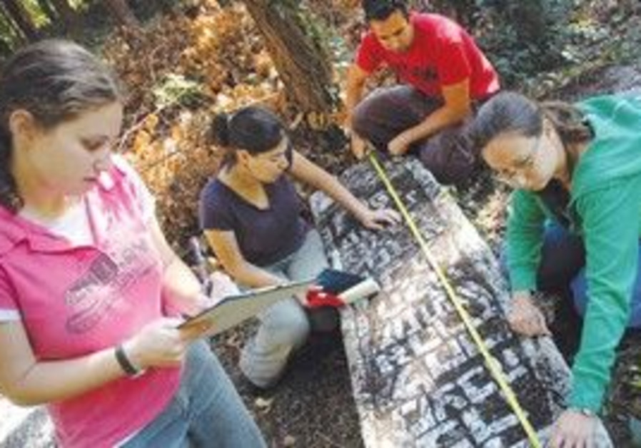 STUDENTS DOCUMENT a tombstone from 1426 in Ioanina