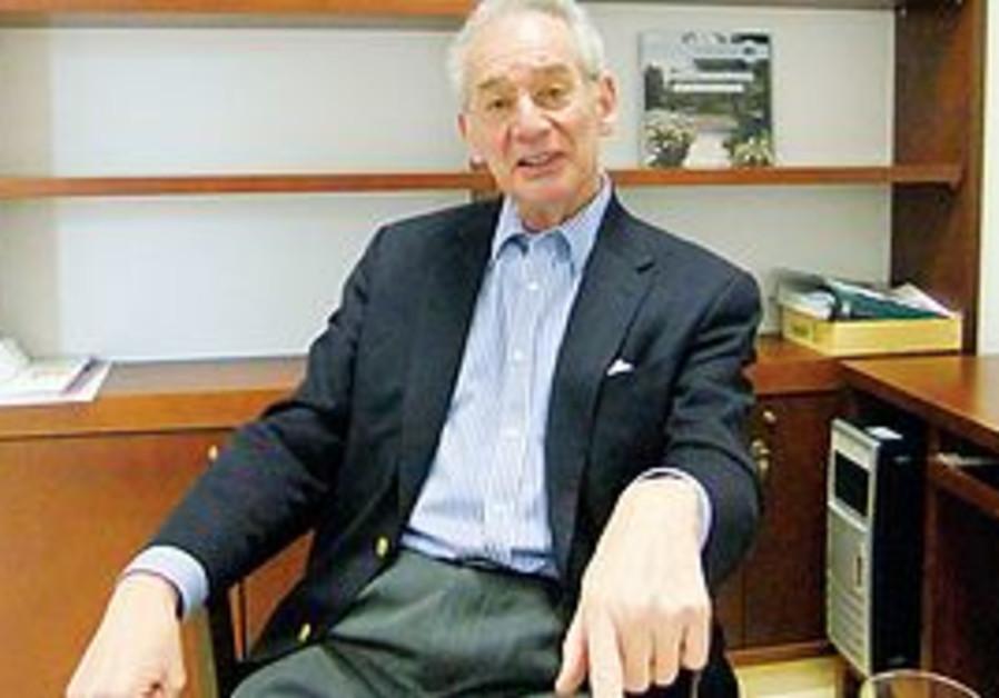 Oxford biochemist Prof. Raymond Dwek