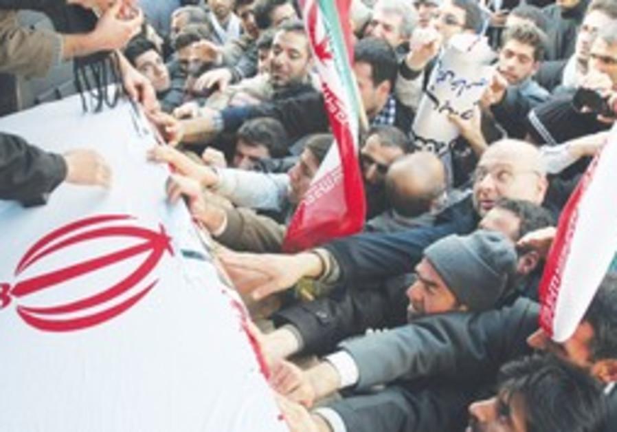 PRO-GOVERNMENT IRANIANS