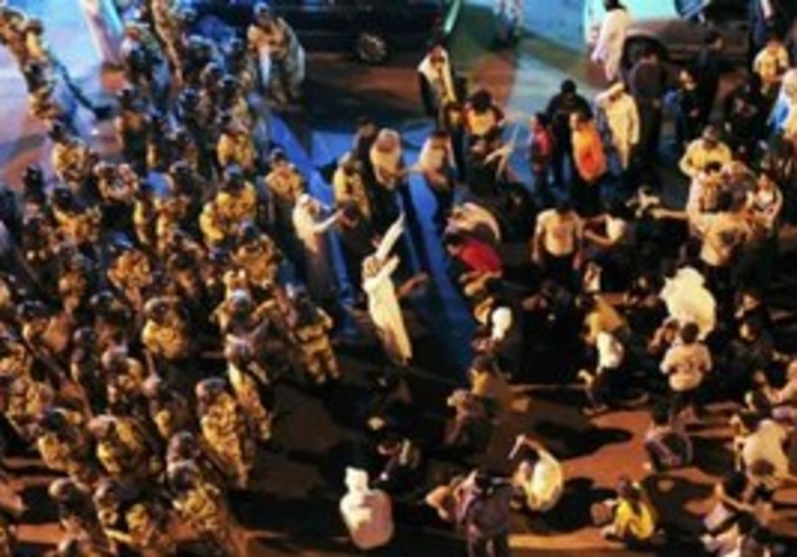 Anti-riot police stand off protesters in S. Arabia