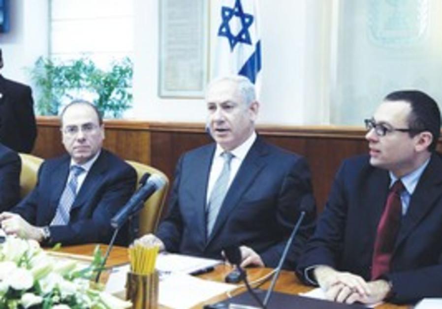 Prime Minister Binyamin Netanyahu at cabinet meeti