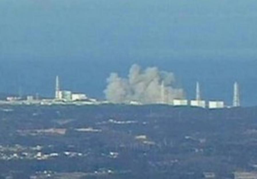 Smoke rises from Fukushima Daiichi 1 nuke reactor