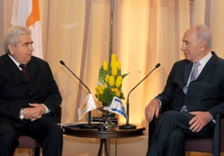 Dimitris Christofias and Shimon Peres.