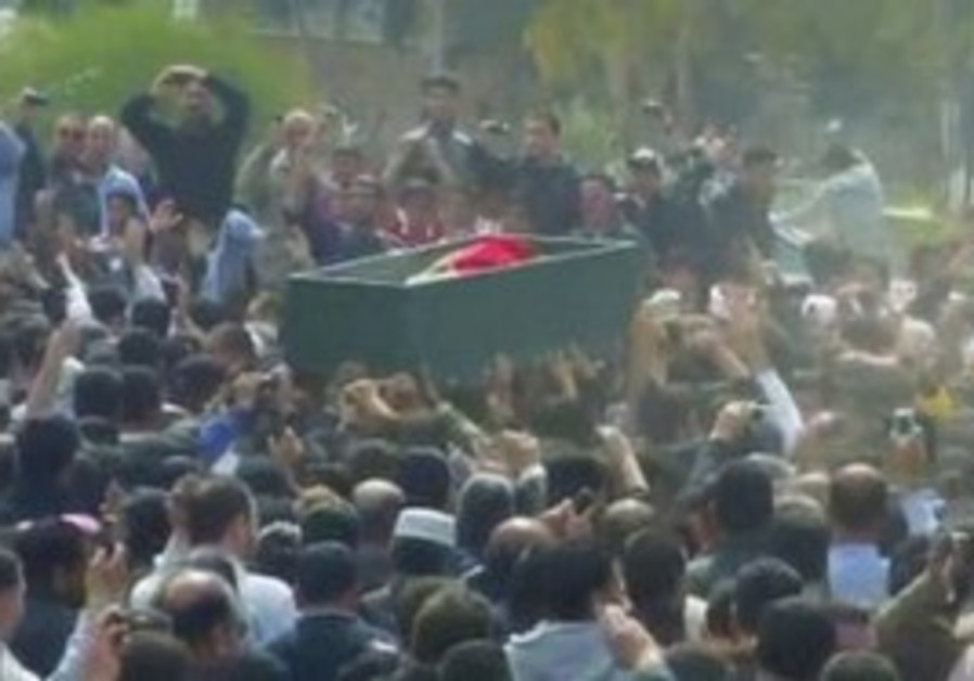 Syrians shout anti-gov't slogans at Deraa funeral