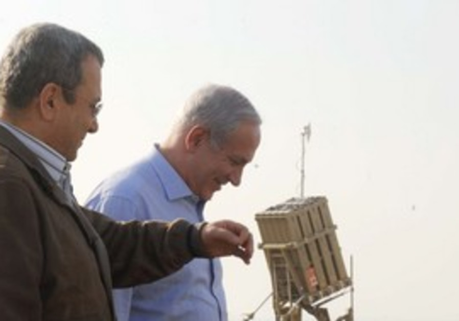 Netanyahu and Barak during a visit to Iron Dome