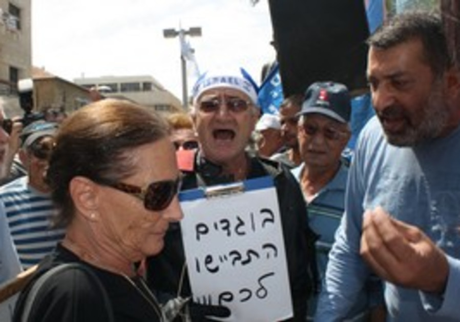Protest at Tel Aviv's Indpendence Hall