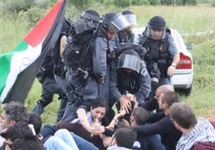 Police remove protesters near Baram Forest