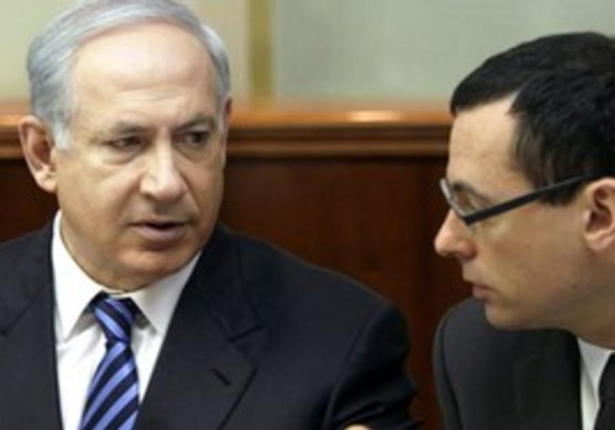 Zvi Hauser with PM Netanyahu at cabinet meeting