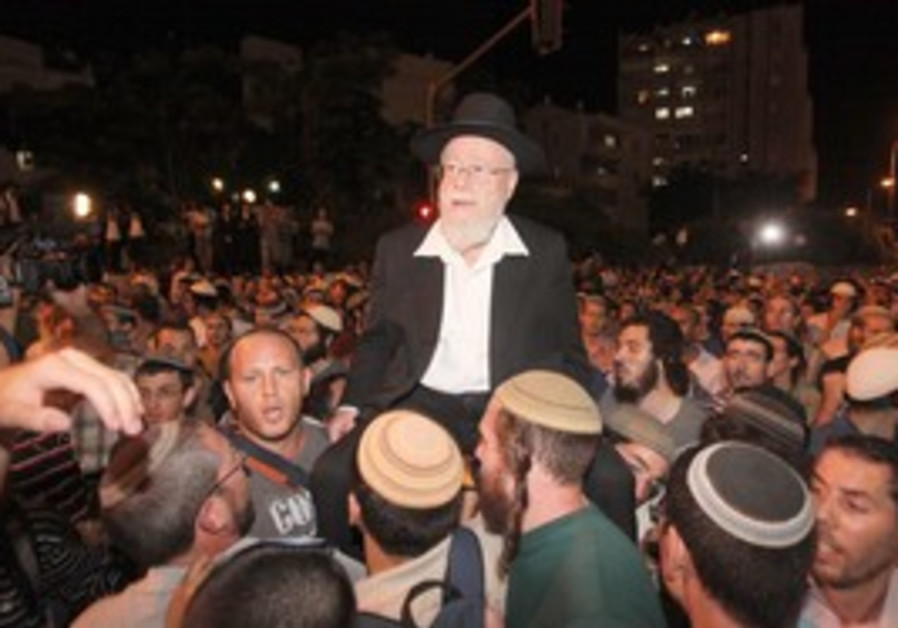 Rabbi Lior with supporters in Jerusalem
