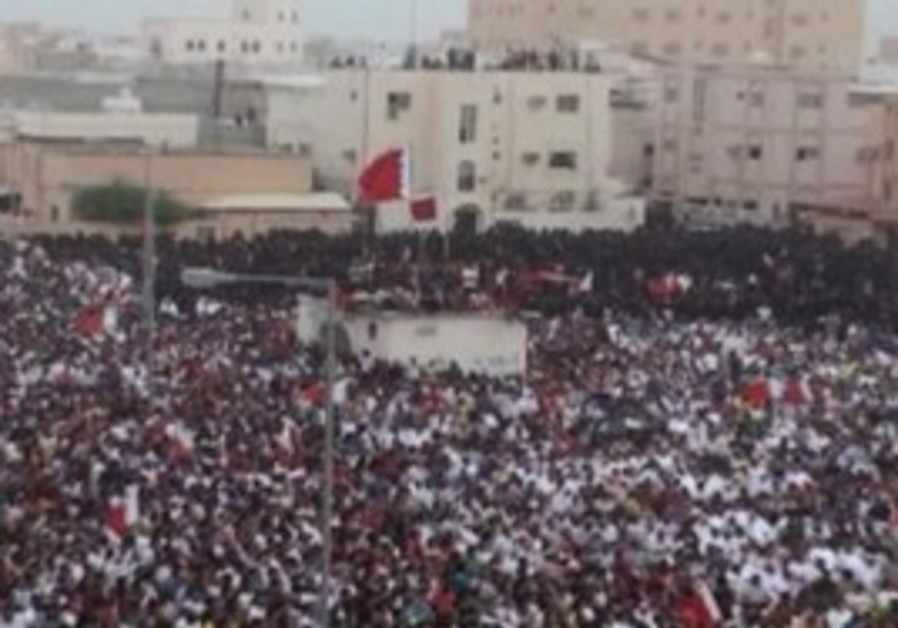 Thousands march in Bahrain