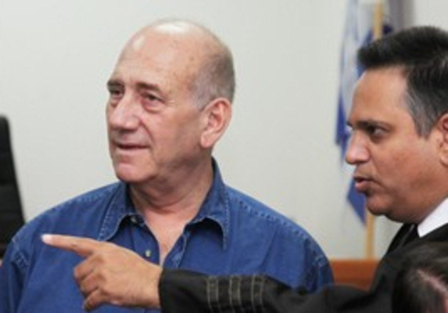 Former PM Ehud Olmert in court [file photo]