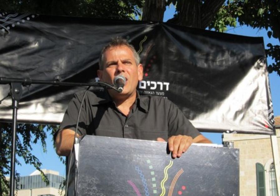 Nitzan Horowitz addresses the crowd
