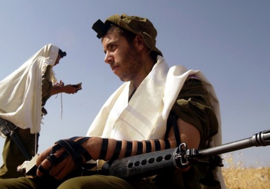 Religious IDF soldiers praying