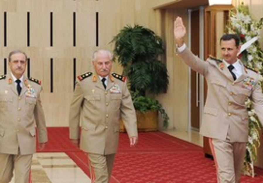 Assad with defense minister, chief of staff [file]