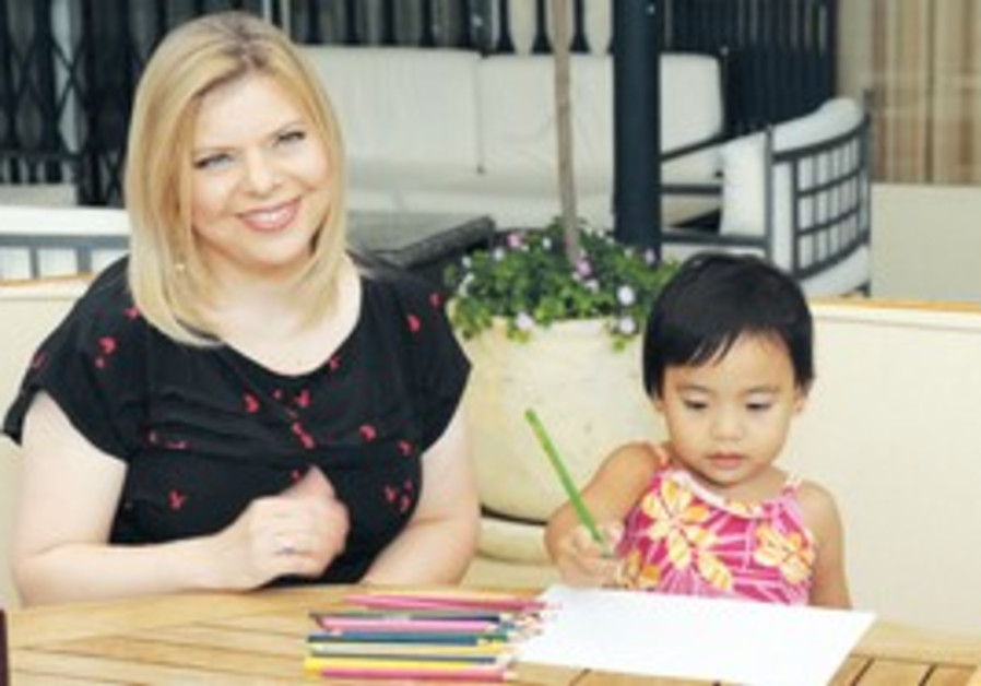 SARA NETANYAHU meets with four-year-old Ofek Casti