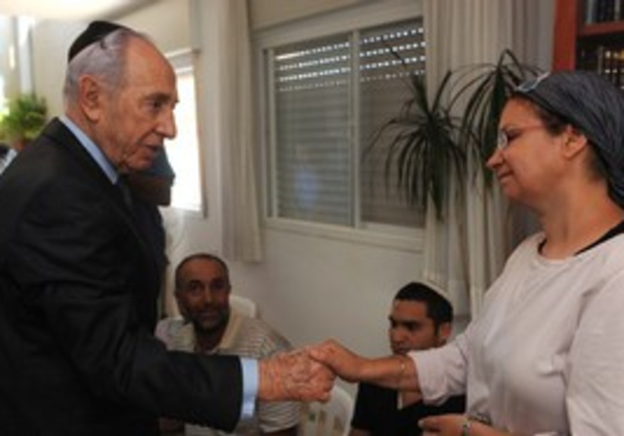 President Peres visiting family of Moshe Naftali