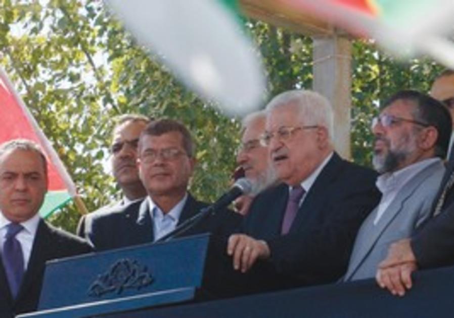Abbas addresses released prisoners in Ramallah