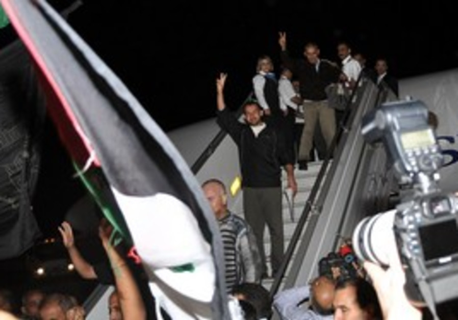 Palestinian prisoners swapped for Schalit in Syria