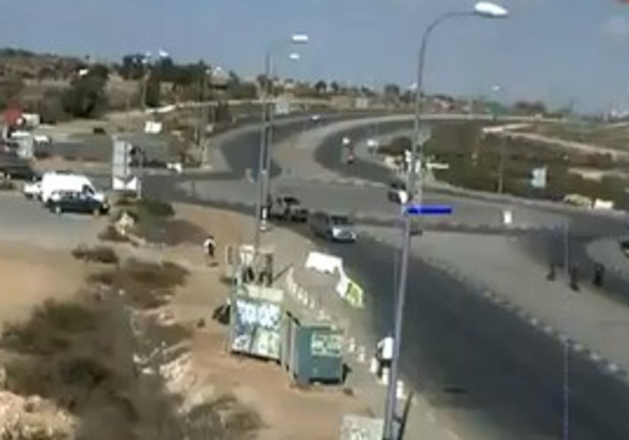 IDF soldiers prevent stabbing at Gush Etzion Junct