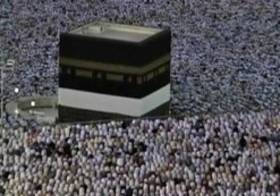 Pilgrims flock to Mecca to perform annual haj