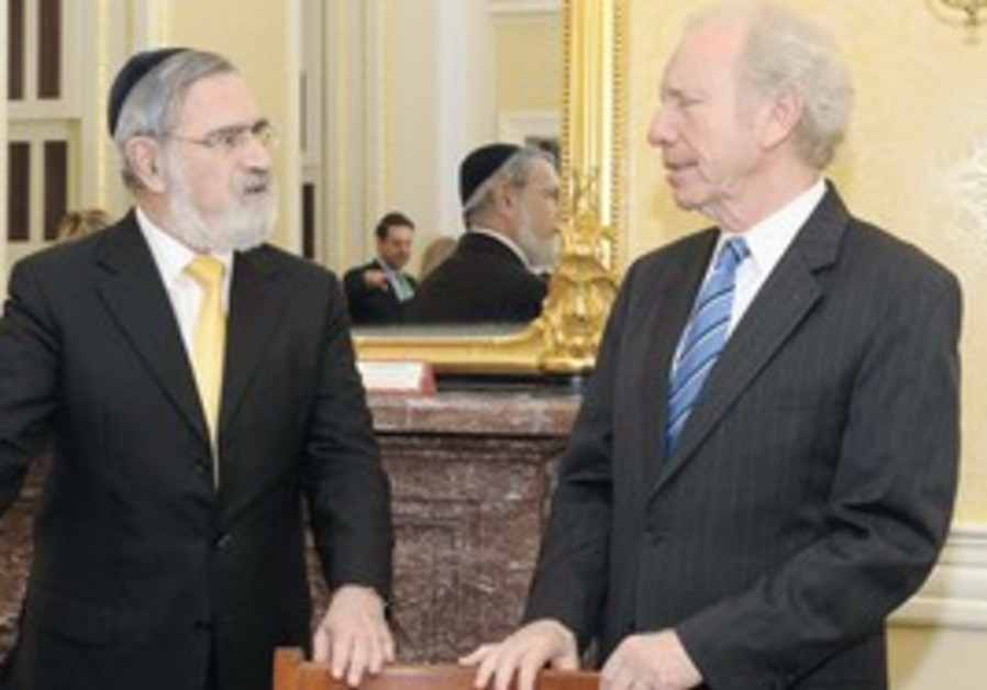 Rabbi Jonathan Sacks with US Senator Joe Lieberman