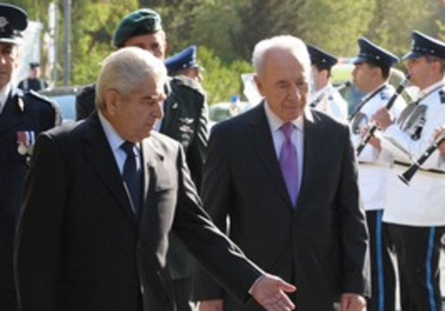 President Peres meets with Cypriot President