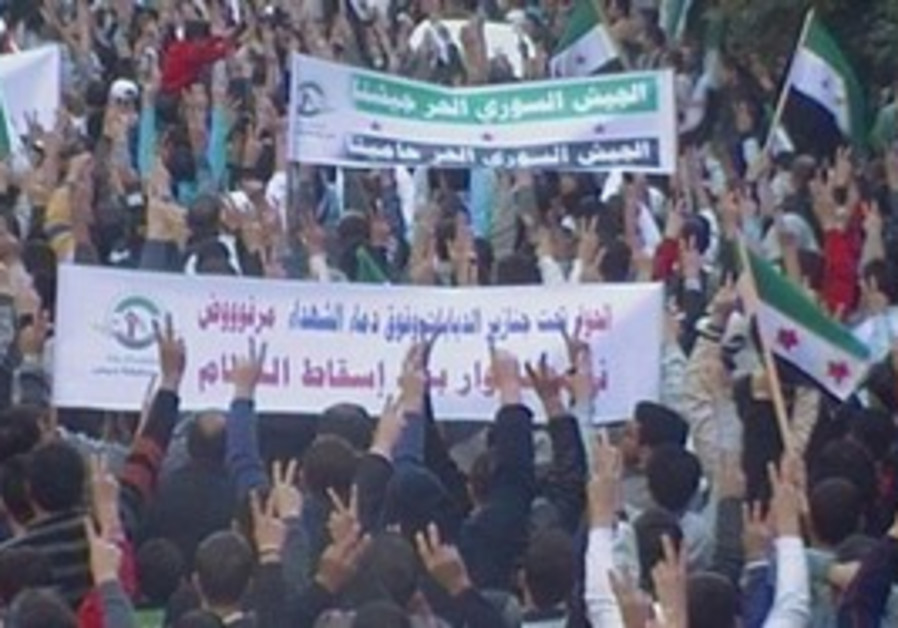 Protesters wave Free Syrian Army banner in Homs