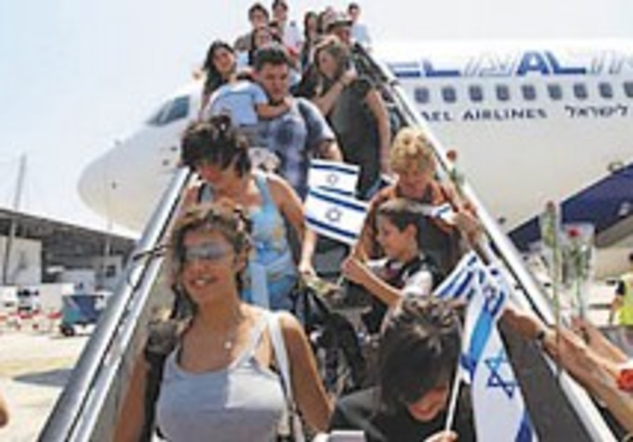 Officials to US to bring Israelis home