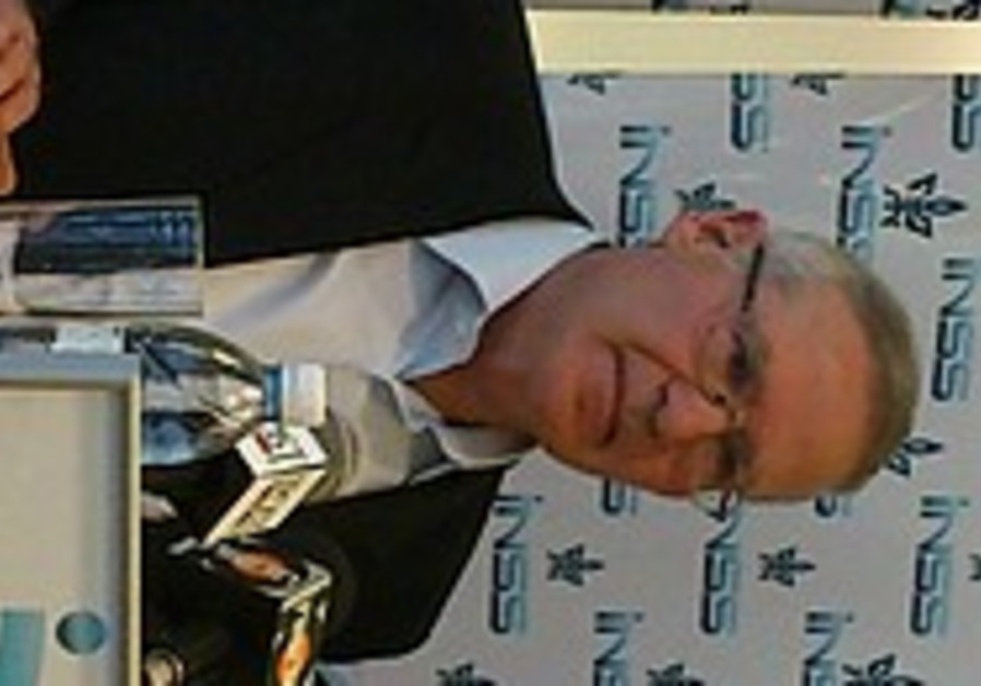 Yadlin speaks at the INSS, November 2011.