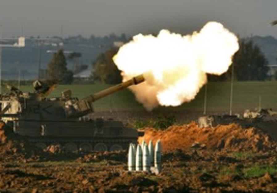 Errant idf shells land 100 meters from gantz defense for Lampen reuter
