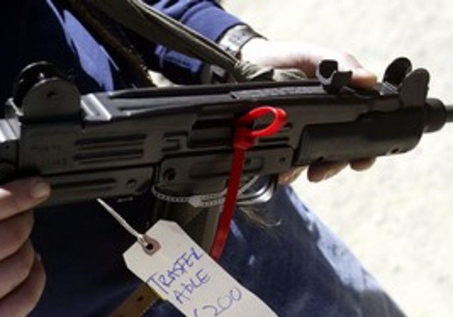Uzi model submachine gun