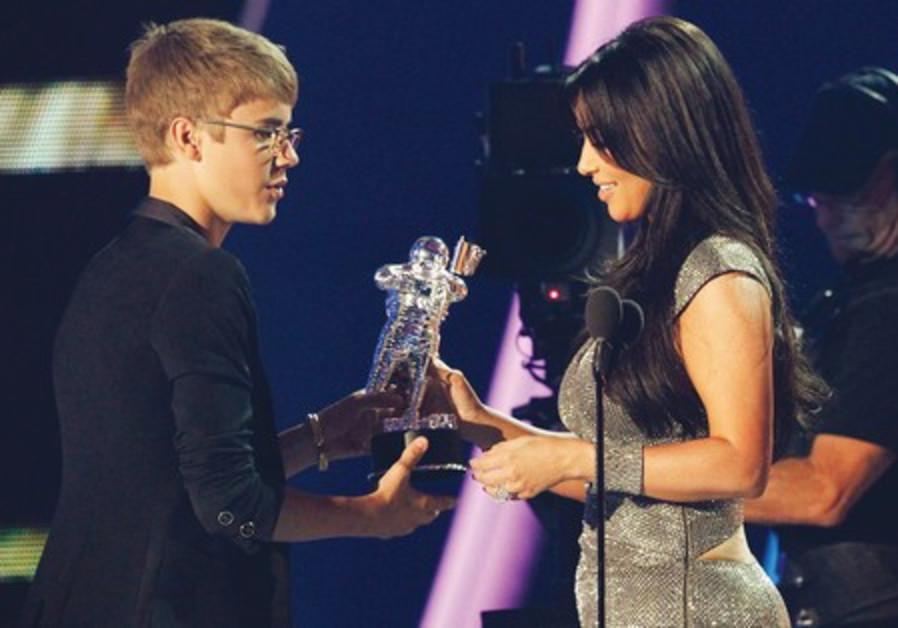Justin Bieber and Kim Kardashian, 2011 MTV VMA's