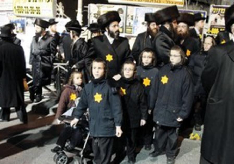 Haredi protesters in J'lem's Shabbat Square