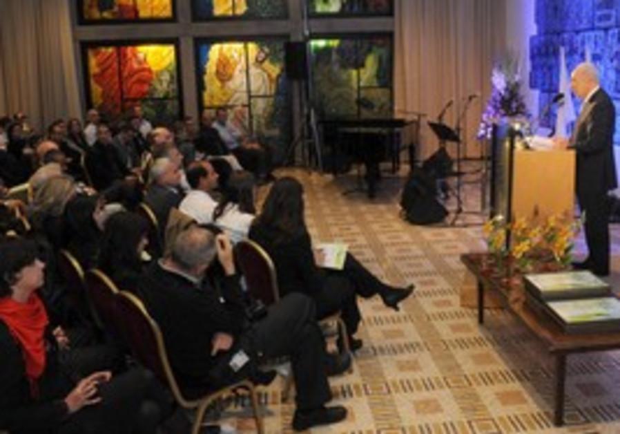 Peres at ceremony honoring environmental field