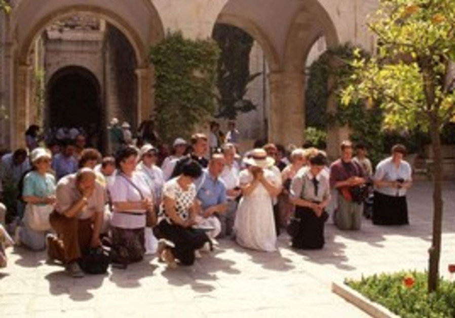 Christians praying in Jerusalem