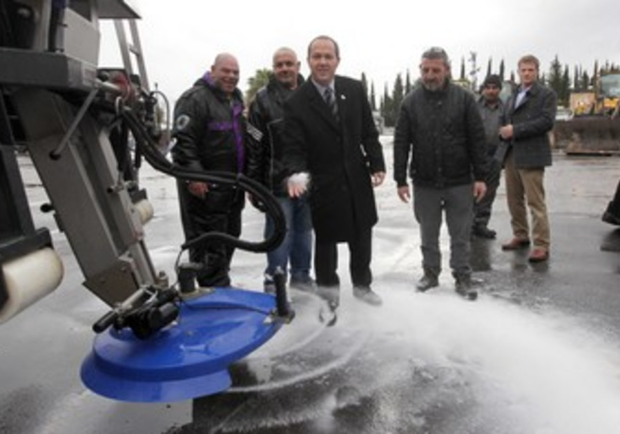 Jerusalem mayor Nir Barkat prepares for snow.