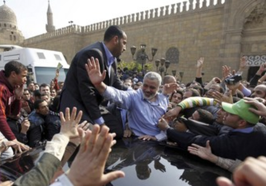 Haniyeh waves to suuporters after Cairo speech