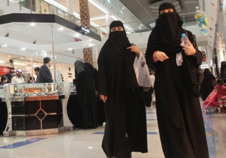 Saudi women shop at Al-Hayatt mall in Riyadh