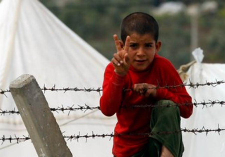Syrian refugee boy on Turkish border