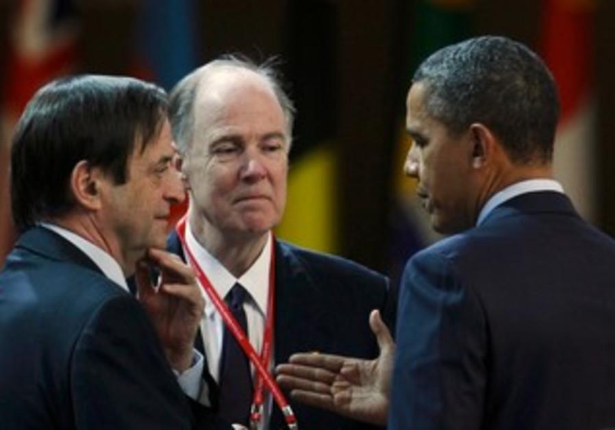 Dan Meridor speaks with US President Obama in Seou