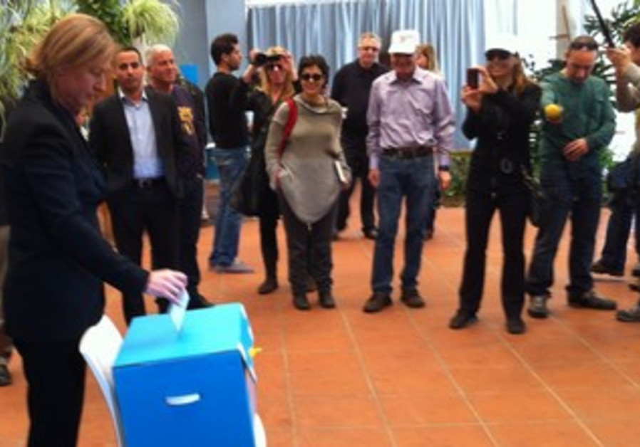 Tzipi Livni casts Kadima primary vote in Tel Aviv