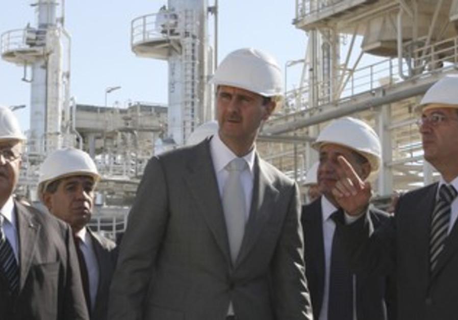 Assad tours natural gas plant near Homs