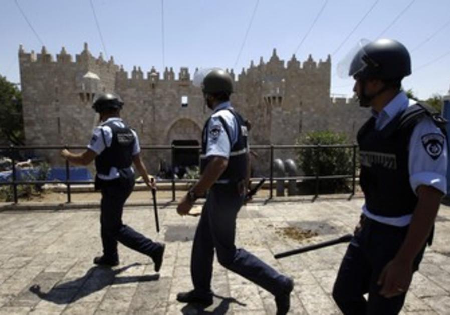 Police walk near Jerusalem's Damascus Gate [file]